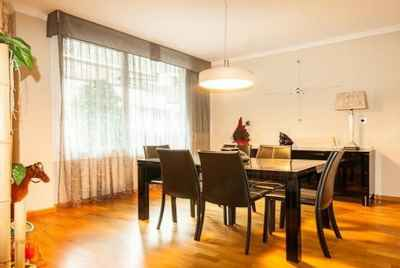 Modern 4 bedroom apartment in the Alta area of Barcelona, next to a park and shopping center